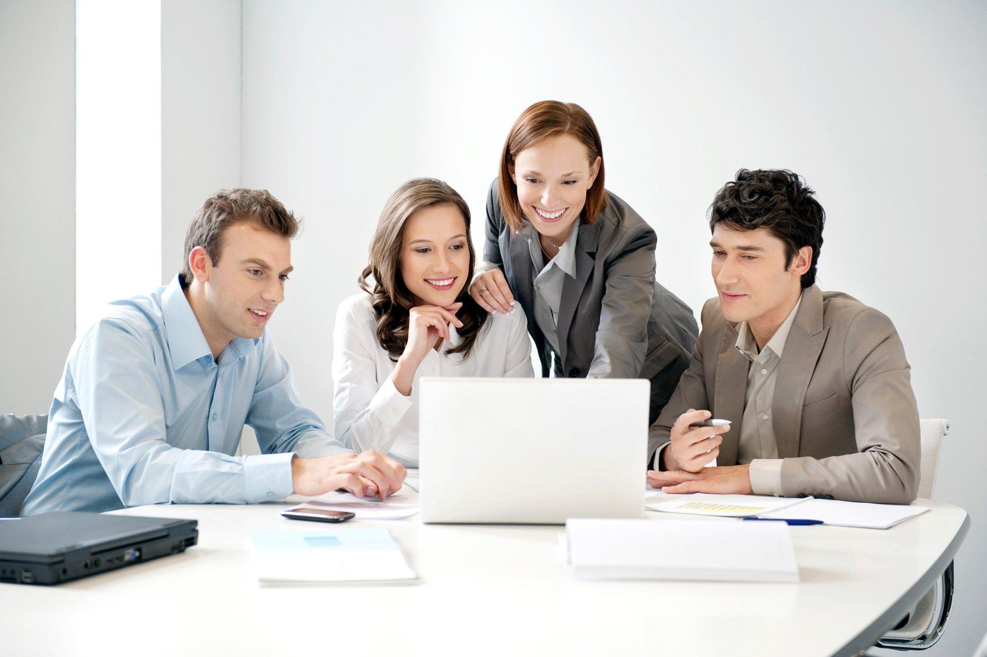 Imagenes De Personas Trabajando En Equipo: Los Servicios De Outsourcing Son La Mayor Fuente De